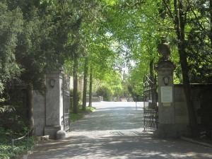 640px-Hauptfriedhof_Wuerzburg_main_entrance